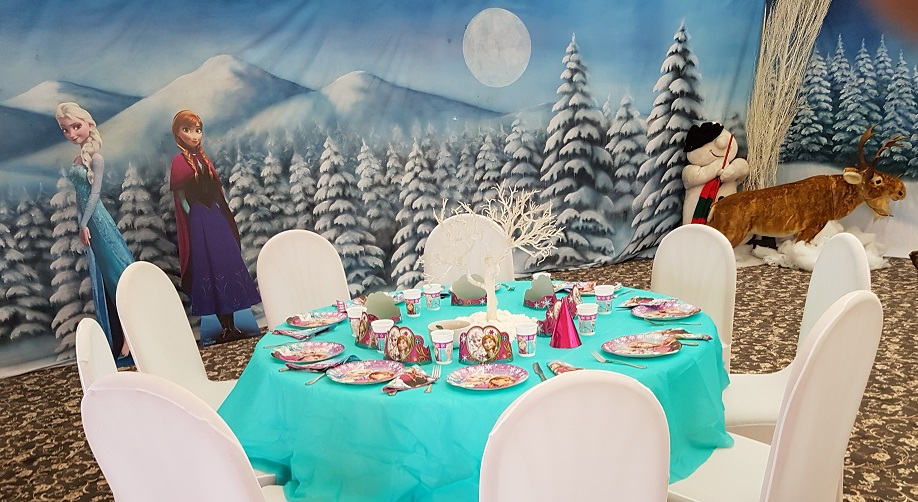 frozen party table setting
